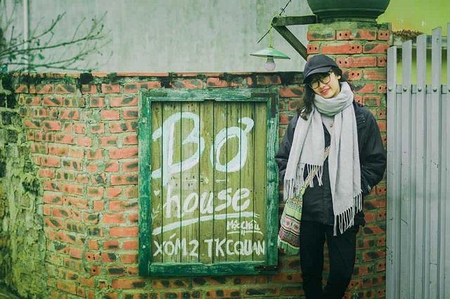 Homestay được thiết kế theo đúng lối kiến trúc nhà ở Việt Nam xưa với những tường gạch cũ phủ rêu xanh cổ kính